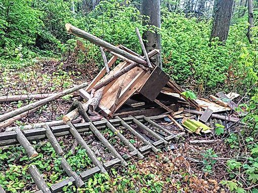 Die zerstörte Jagdkanzel     Foto: zVg Foto: Die Oberbadische