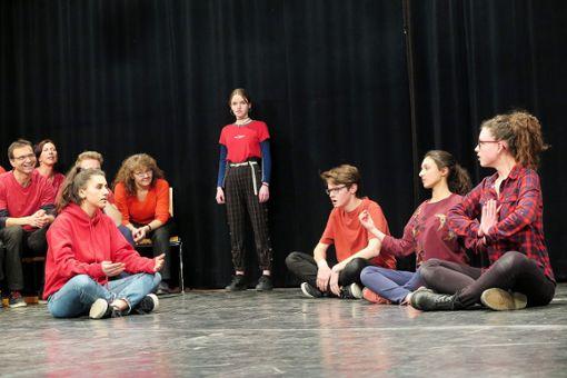 Versiert im fliegenden Rollenwechsel: Schüler des Hans-Thoma-Gymnasiums in Aktion.     Foto: Beatrice Ehrlich Foto: Die Oberbadische