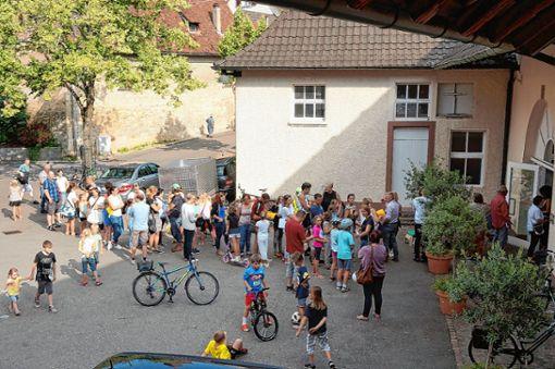 Eine lange Warteschlange bildete sich auch diesmal wieder beim ersten Ferienspaß-Anmeldetag vor der Binzener Rathausstube.   Foto: zVg Foto: Weiler Zeitung