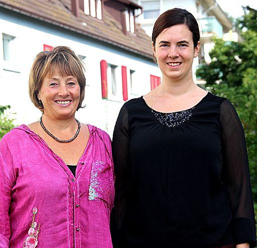 Die beiden Künstlerinnen Cornelia Brombacher (l.) und Lucia Schall    freuen sich auf ihre gemeinsame Ausstellung.      Foto: Siegfried Feuchter Foto: Weiler Zeitung