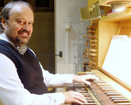 Cornelius Holdermann wandelte bei seinem Orgelkonzert in Grenzach-Wyhlen auf wenig ausgetretenen Seitenpfaden der Orgelliteratur.     Foto: Jürgen Scharf Foto: Die Oberbadische