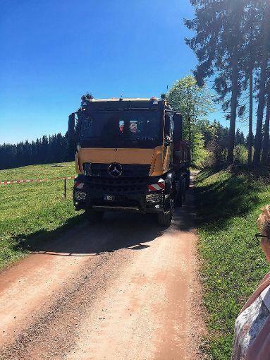 Die Lkw-Fahrer wehren sich gegen Vorwürfe wegen  des gesperrten Waldweges.    Foto: zVg Foto: Markgräfler Tagblatt