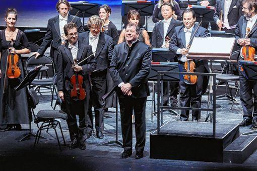 Ivor Bolton  mit dem Sinfonieorchester   Foto: zVg/Hunziker Foto: Die Oberbadische