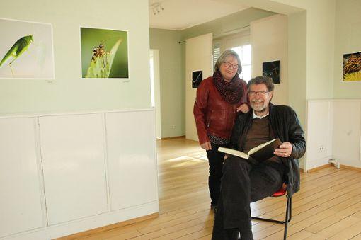 Abschied mit Wehmut: Walter Taeschner und Siglinde Wißgott blicken in das FGD-Gästebuch.   Fotos: Marco Fraune Foto: Weiler Zeitung
