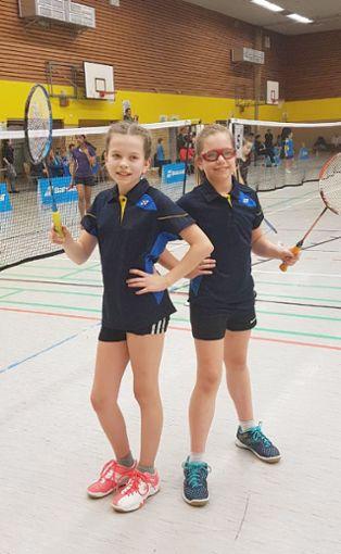 Melissa Schmidt (links) und Nadja Reihle das beste U11-Doppel in Deutschland.     Foto: zVg Foto: Die Oberbadische