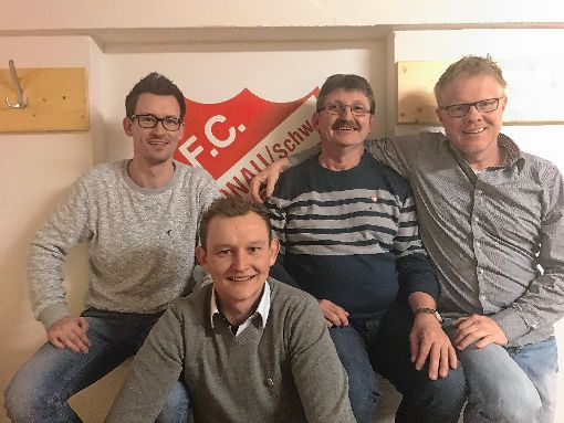 Ehrungen gab es beim FC Schönau: (von links) Dennis Kiefer, Robert Bianchi und Wolfgang Georg (jeweils silberne Ehrennadel) sowie Vorsitzender Burkhard Steinebrunner.  Foto: zVg Foto: Markgräfler Tagblatt