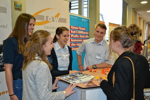 Gerne gaben an den Ständen junge Mitarbeiter Auskunft über ihre Berufserfahrungen.              Fotos: Paul Berger Foto: Markgräfler Tagblatt