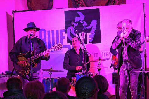 """Energiegeladener, klassischer Chicago-Blues:  John Primer mit seiner """"Real Deal Band""""     Foto: Gerd Lustig Foto: Die Oberbadische"""