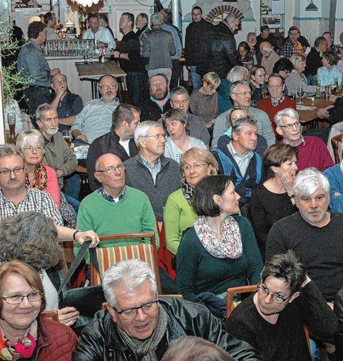 Gerammelt voll war der Saal.    Fotos: Ulf Körbs Foto: Die Oberbadische