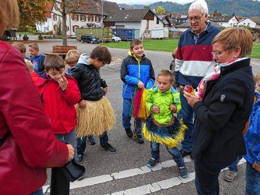 Liefen für einen guten Zweck: Grundschüler der Nachbarschaftsschule Weitenau-Wieslet.  Foto: Hans-Jürgen Hege Foto: Markgräfler Tagblatt