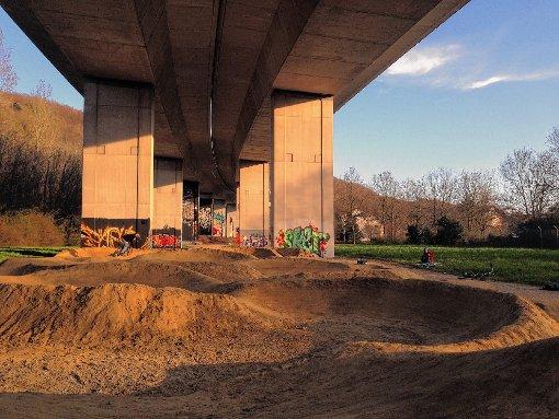 Eine der  Flächen befindet sich unter der Autobahnbrücke zwischen  Pumptrack-Anlage und Brombacher Straße  Foto: zVg Foto: Die Oberbadische