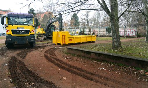 Die Baumarbeiten laufen, die Abbrucharbeiten beginnen nun: Die Vorbereitungen für Umgestaltung des Rheinparks in Friedlingen erfolgen damit. Foto: Marco Fraune