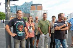 Die Reisegruppe vor der Elbphilharmonie.   Fotos: Vera Winter Foto: Markgräfler Tagblatt