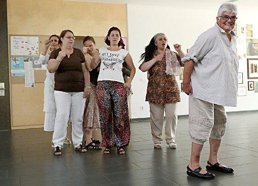 Die Internationale Frauentheatergruppe  probt derzeit für das Saisonabschlussfest von Tempus fugit.  Foto: Kristoff Meller Foto: Die Oberbadische