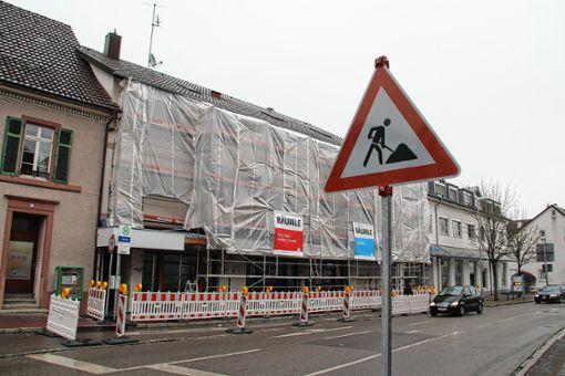 """Bald kein Leerstand mehr: Im ehemaligen """"Neukauf"""" eröffnet in wenigen Wochen ein """"dm""""-Markt. Foto: Rolf Rombach"""