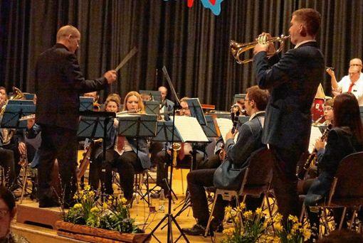 Stadtmusik-Solist Philipp Grether in Aktion.    Fotos: Hans-Jürgen Hege Foto: Markgräfler Tagblatt
