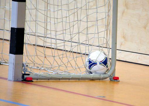 Auch der Futsal muss im Netz landen. Foto: Mirko Bähr