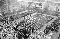 Trauerfeier in Markdorf nach dem Zugunglück am 22. Dezember 1939, bei dem 101 Menschen starben, darunter 42 aus Binzen. Foto: Weiler Zeitung