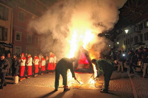 Mit der Fasnachtsverbrennung endete die fünfte Jahreszeit in Schönau.   Foto: Rolf Hölzle Foto: Markgräfler Tagblatt