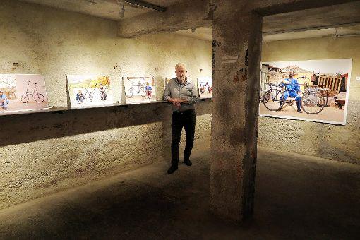 """""""Underground"""" als maximale Inszenierung von Fotografie: Galerist Rolf Frei in der neuen Ausstellung  Foto: Dorothee Philipp Foto: Weiler Zeitung"""