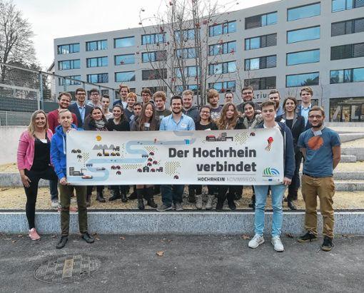 Rund 20 Menschen von beiden Seiten des Hochrheins diskutierten über Zustand und Zukunft der Demokrate. Foto: zVg