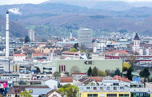 Die Vertreter des italienischen Konzerns  habenein erstes Sozialplanangebot für die von der Entlassung bedrohten KBC-Mitarbeiter in Lörrach vorgelegt.    Foto: Kristoff Meller Foto: Die Oberbadische