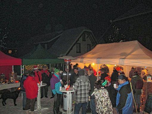 Für vorweihnachtliche Atmosphäre in Neuenweg sorgten die Köhlergeister.   Foto: Birgit Kiefer Foto: Markgräfler Tagblatt