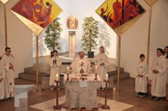 Mit einem feierlichen Gottesdienst wurde das 25-jährige Bestehen von Sankt Michaels in Karsau gefeiert.    Foto: Petra Wunderle Foto: Die Oberbadische