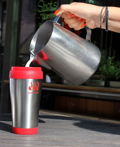 """Das """"Alt Stazione"""" bietet bereits eigene Mehrweg-Kaffeebecher mit Logo für die Kunden an.   Foto: Archiv Foto: Die Oberbadische"""