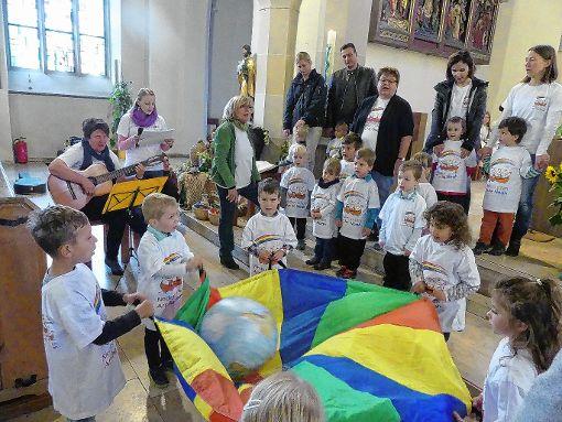 Kinder des Kindergartens Arche Noah im Erntedankgottesdienst Foto: Die Oberbadische