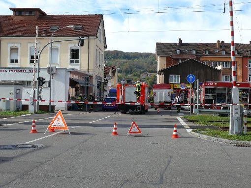 Der  Bahnübergang  Schillerstraße wurde gesperrt.   Fotos: Gottfried Driesch Foto: Die Oberbadische