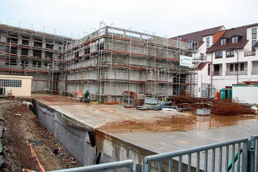 Über der Tiefgarage des Uehlin-Areals entsteht der neue Sparkassenplatz. Foto: Werner Müller