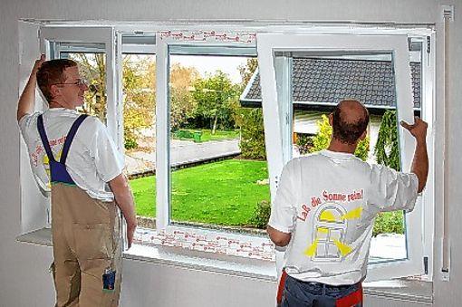 Ein Fensterbauer bei der Arbeit.  Foto: Archiv Foto: Die Oberbadische