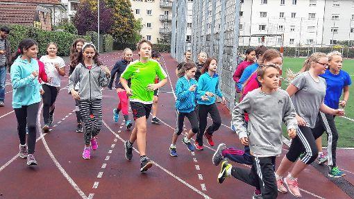 Die Sechstklässler liefen viele Runden im Campus-Stadion.   Foto: zVg Foto: Die Oberbadische