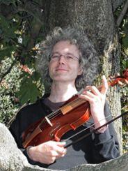 Andreas Heiniger studierte Barockvioline in London.    Fotos: zVg Foto: Weiler Zeitung