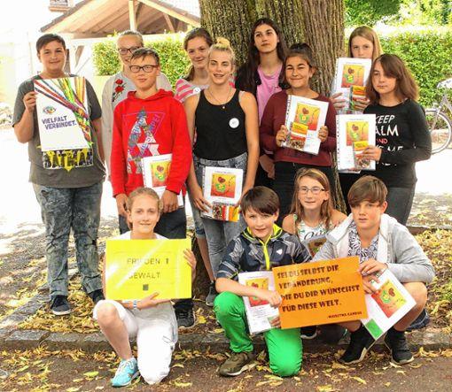Die Friedensstifter der Friedrich-Ebert-Schule.   Foto: Heiner Fabry Foto: Markgräfler Tagblatt