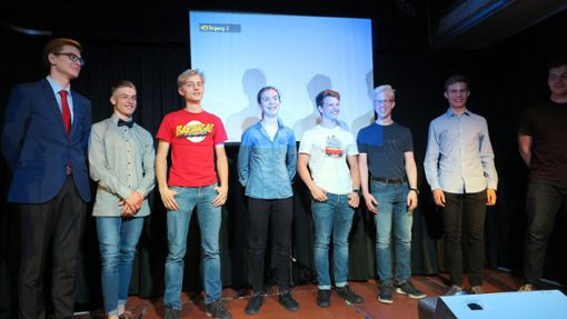 Am Schluss gibt's den verdienten Applaus für die acht Performer im Nellie Nashorn.   Foto: Beatrice Ehrlich Foto: Die Oberbadische