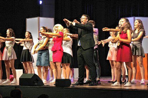 """Wer das neue LMG-Musical """"Natürlich Blond!"""" noch nicht gesehen hat, der hat heute und morgen noch Gelegenheit dazu.    Foto: Rolf Reißmann Foto: Die Oberbadische"""