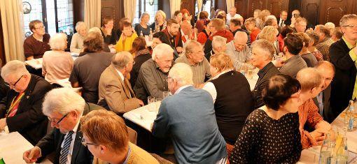 Die Lörracher Narren starteten mit dem Schnägge-Essen am 11.11. in die Fasnachtssaison 2018. Foto: Manfred Herbertz Foto: Manfred Herbertz