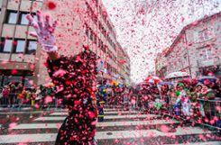 Impressionen des Lörracher Umzugs mit rund 3000 Teilnehmern unter grauem Himmel. Foto: Kristoff Meller Foto: mek