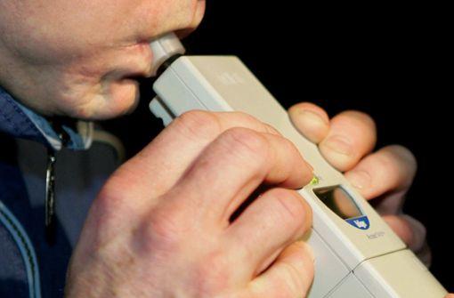 Die Durchführung eines Alkomattests ergab einen Wert von rund 2,8 Promille. (Symbolbild) Foto: Archiv