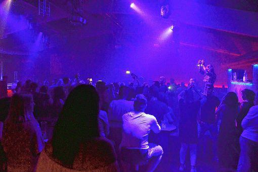 """Sarah Lombardi feierte ausgelassen mit den Besuchern der Event-Disko """"Headliner"""" in Schopfheim.   Foto: Silvia Waßmer Foto: Markgräfler Tagblatt"""