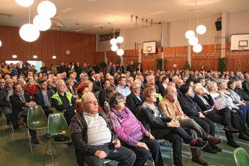 Gut besetzt war die Mehrzweckhalle beim Neujahrsempfang der Gemeinde Efringen-Kirchen am Freitagabend. Foto: Ingmar Lorenz