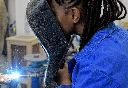 """Eine der großen Leistungen der Arbeitsgruppe """"Arbeitssuche und Begleitung"""" ist: Von den 120 in Müllheim lebenden Afrikanern – meist Gambier – seien etwa 60 in feste oder in zeitbegrenzte Arbeitsverhältnisse vermittelt worden.   Foto: sba Foto: Weiler Zeitung"""