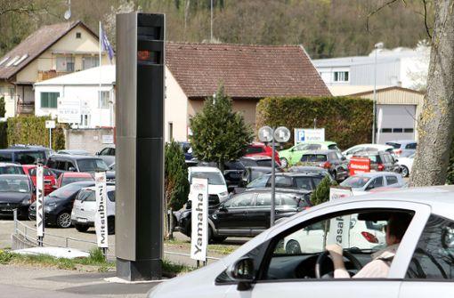 Die Messanlagen überwachen teilweise beide Fahrtrichtungen. Zunächst werden wechselweise nur drei Kameras eingesetzt. (Symbolbild) Foto: Kristoff Meller