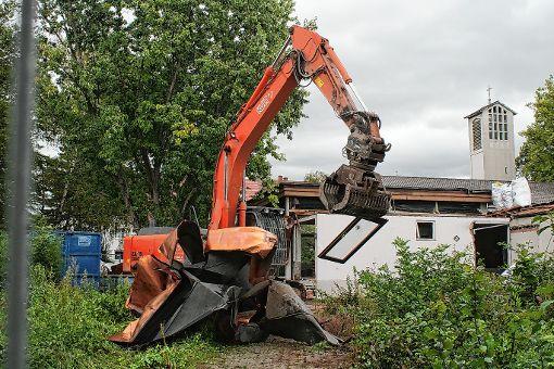 Die Arbeiten am Gemeindezentrum haben begonnen.               Foto: Saskia Scherer Foto: Weiler Zeitung