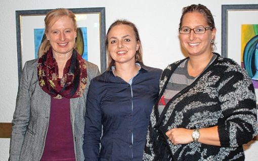 """Iris Keller (links), Vorsitzende des Reiterrings Oberrhein, freut sich über die Aufnahme des neuen Vereins """"Frech City""""  mit Eva-Maria Meier (Mitte) und Isabelle Frauenstein an der Spitze.     Foto: Gerd Lustig Foto: Die Oberbadische"""