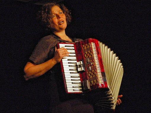 Die Sängerin und Akkordeonistin Asgard     Foto: Veronika Zettler Foto: Schwarzwälder-Bote