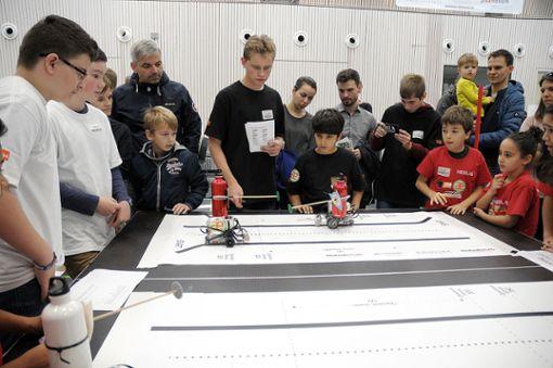 """Der """"RoboRave""""-Wettbewerb lockte Mannschaften aus China und Polen nach Lörrach. Foto: Regine Ounas-Kräusel"""