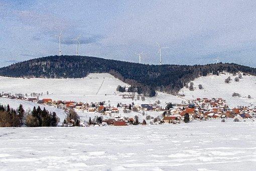 Fünf Windräder planen Enerkraft und EWS am Rohrenkopf.    Fotomontage: Lenné3D Foto: Markgräfler Tagblatt